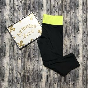 Pink by Victoria's Secret Capri Workout Tights